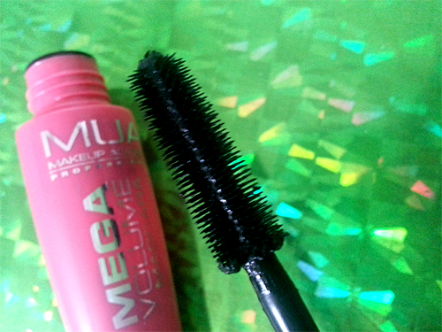 mua Mega Volume Mascara Black
